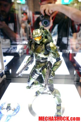 SDCC-2014-Play-Arts-Kai-Master-Chief-003
